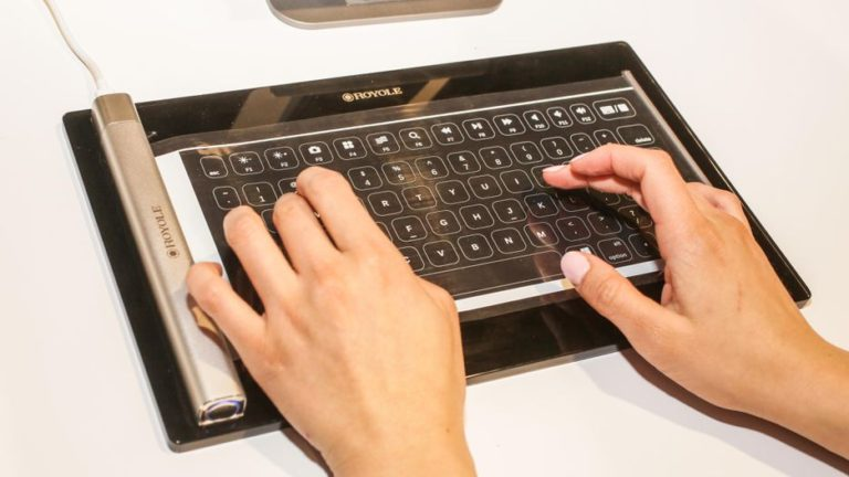 02 royole flexible keyboard